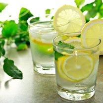 Nadchodzi lato. Co pić? Co dawać dzieciom do picia?
